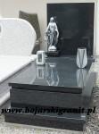 62z Nagrobek z czarnego kamienia z figurką