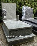 55d Nagrobek z granitu szarozielonego. Figurka Maryi może być w kolorze srebrnym, złotym lub białym. Zamiast figurki możliwość zamocowania krzyża.