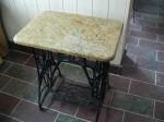 Stolik z blatem granitowym