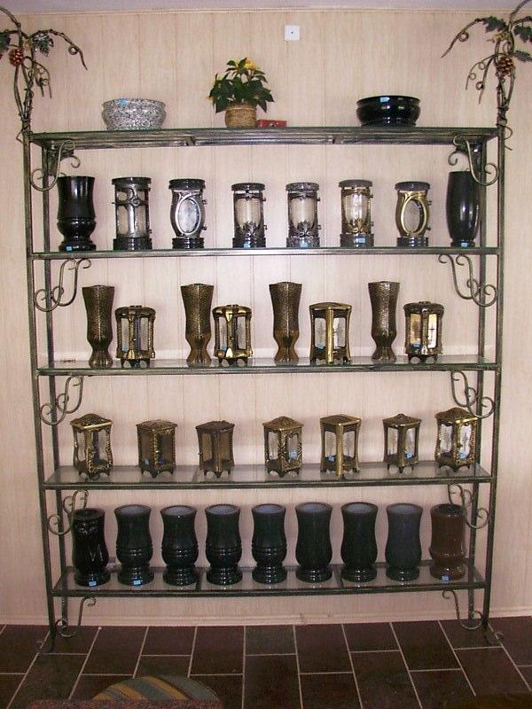Dodatki na pomnik: lampiony i wazony nagrobnek