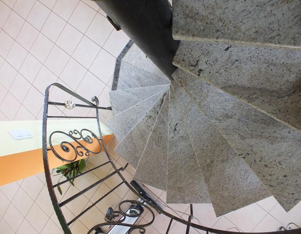 Schody granitowe w domu