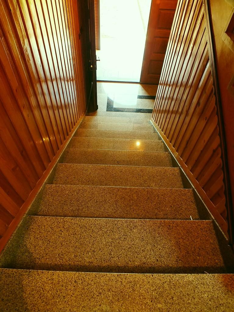 Schody do domu - kamień: granit polerowany