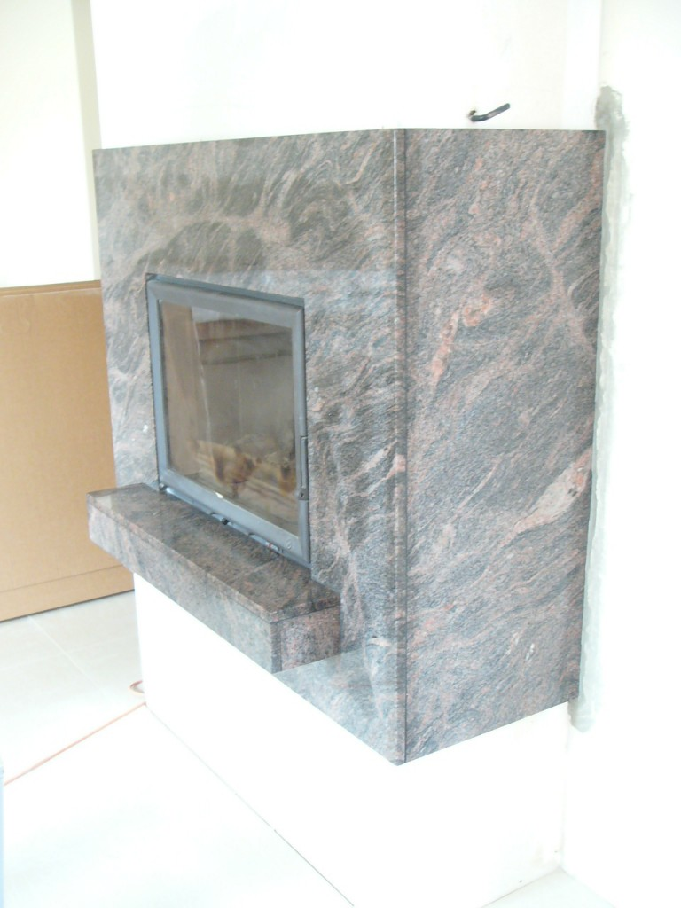 Kominek - obudowa z kamienia. Granit