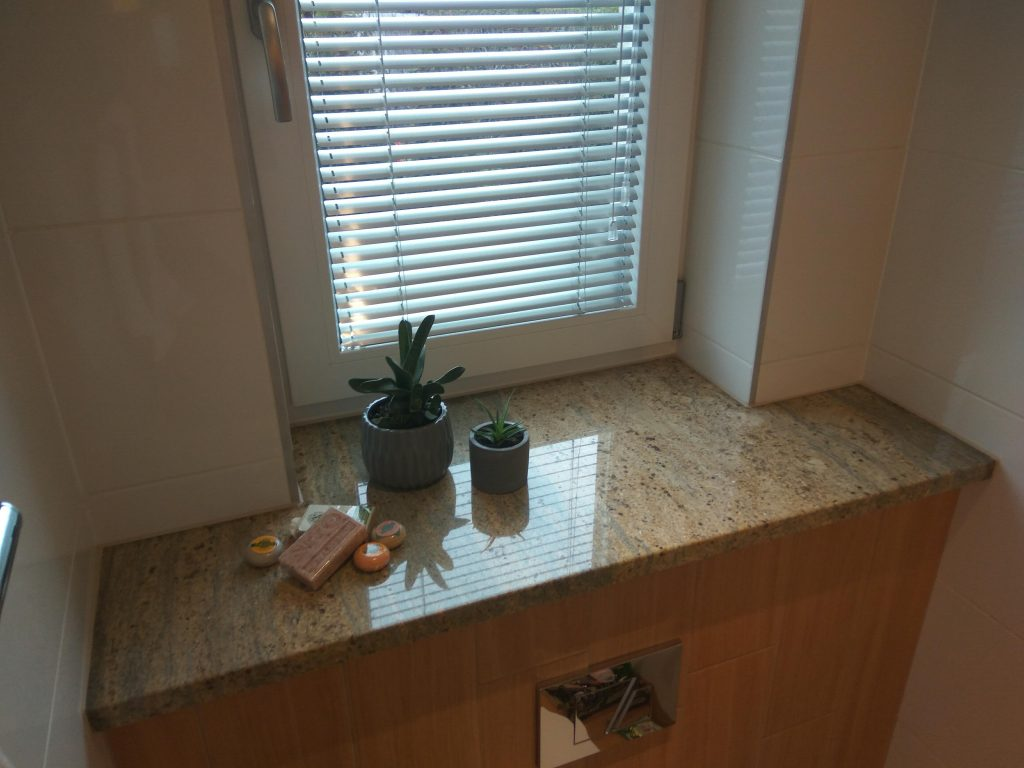 Parapet z kamienia do łazienki (zdjęcie nr 06)